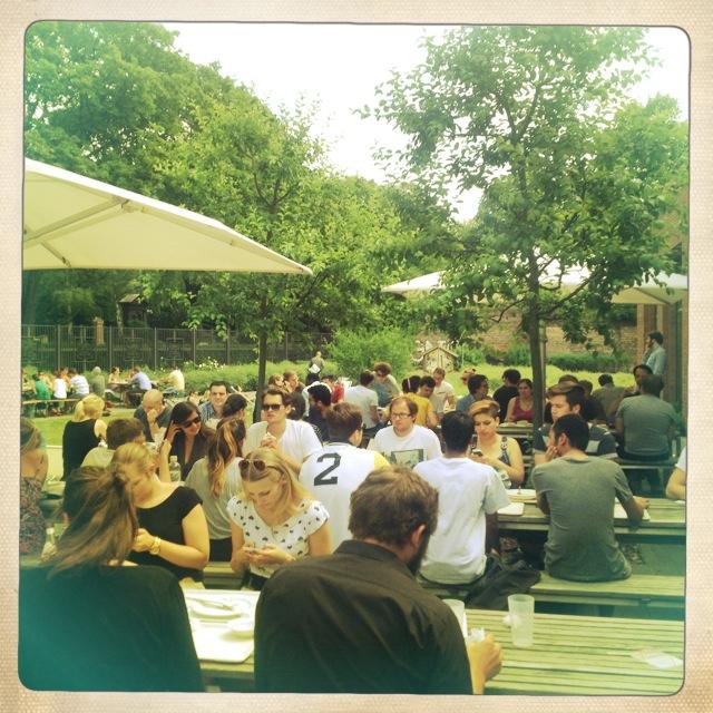 Mensa Nord der Humboldt-Universität zu Berlin - die Terrasse und der Garten